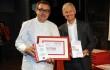Fabrizio Camplone riceve la targa da Andrea Illy, presidente Illy Caffè
