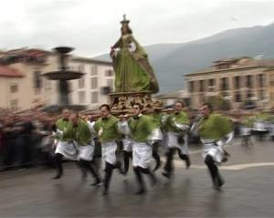 Pasqua in Italia: la corsa della ''Madonna che scappa'', momento clou della Pasqua di Sulmona in Abruzzo
