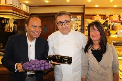 Bruno Vespa con i macarons , Fabrizio e Antonella Camplone