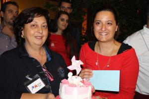 Jessica Maranca, 3°classificata, premiata da Rita Albieri, titolare di Magic Shop