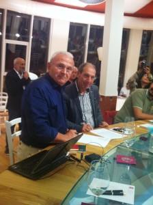 Firma del protocollo, da sin. Carlo Romanelli presidente Cantina Freantana, Oremo Di Nino, Direttore Parco Majella.