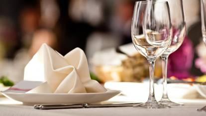 Risultati immagini per tavola imbandita ristorante