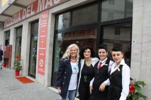 Pizzeria del Massimo, Antonella Allegrino, la prima a sx, con una parte dello staff